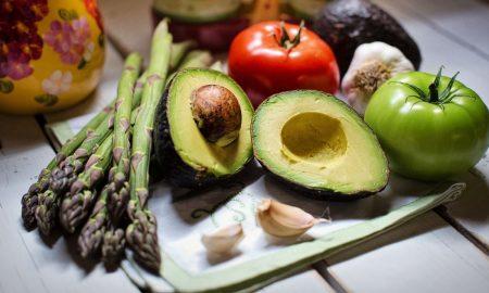 Vitamin untuk meningkatkan imun tubuh bisa diraih tidak hanya melalui obat, tapi juga bisa kita dapatkan pada sayuran dan buah.